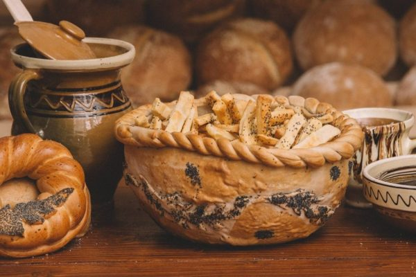 COsul cu paini Saratele